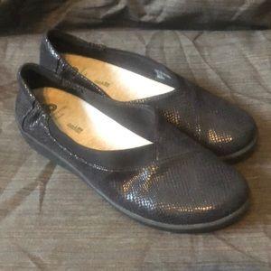 CLARKS Black Snake Print Comfort Loafer NWOB 10M